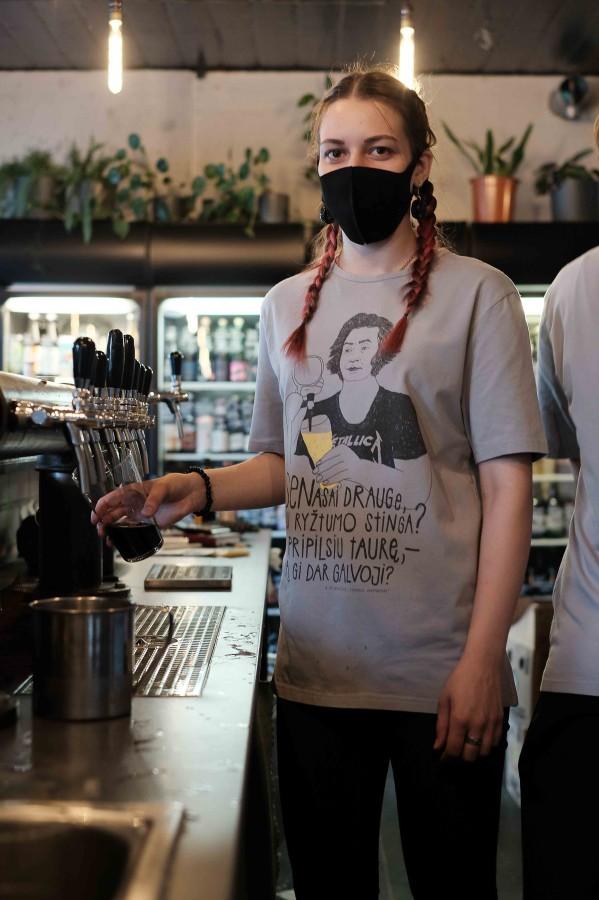 Vingiu Dubingiu marškinėliai: Mickevičius pilsto